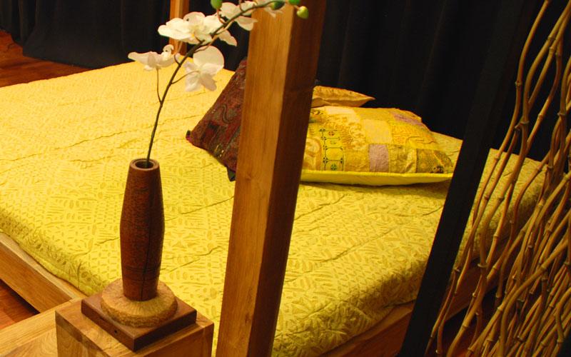 himmelbett aus holz mit kopfteil massivholz himmelbett. Black Bedroom Furniture Sets. Home Design Ideas